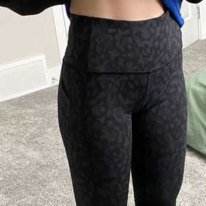 Lululemon pace rival crops 22' high rise